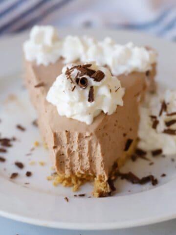no bake chocolate cheesecake with whipped cream