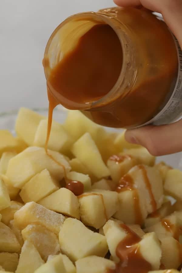 Caramel apple crisp with caramel sauce