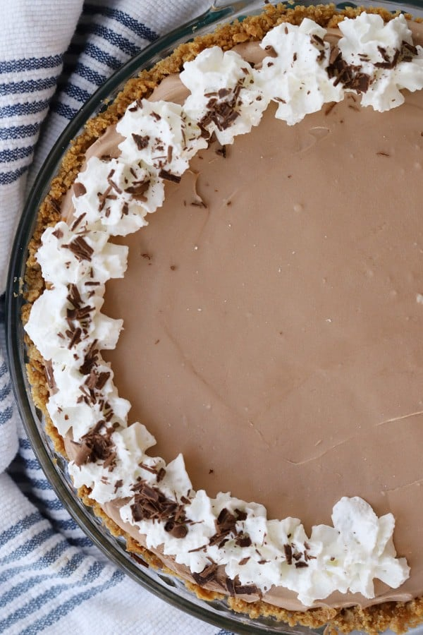 chocolate no bake cheesecake with whipped cream and chocolate shavings